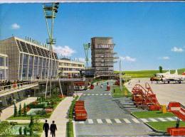 AK AERODROME AIRPORT  FLUGHAFEN WIEN - SCHWECHAT  ALTE POSTKARTE 1971 - Aerodrome