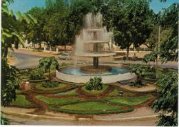 Afrique - Tchad N�djamena place de l�ind�pendance fontaine - voiture R4