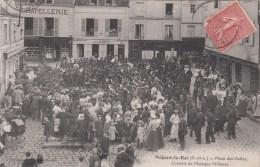 NOGENT LE ROI (28)  PLACE DES HALLES - CONCERT DE MUSIQUE MILITAIRE - Nogent Le Roi
