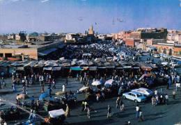 013K-  Maroc Marokko Morocco Marrakech Place Djemaa El Fna, Marchén Mosquée 1985 - Marrakech