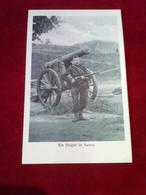 AK Militaria Ein Belgier in Namur mit Gewehr an Kanone ca. 1918