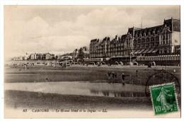 CP, 14, CABOURG, Le Grand Hôtel Et La Digue, écrite, Voyagé - Cabourg