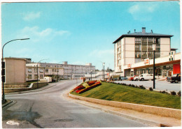 Epinal: 2x PEUGEOT 404 & 404U, RENAULT 4-COMBI, CARAVAN - Z.U.P. - Hopital - (Vosges) - France - Toerisme