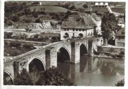 CPSM ENTRAYGUES SUR TRUYERE (Aveyron) - Le Pont Gothique Et L'Hôtel De La Truyère - France