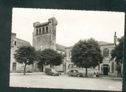 CPSM - Castelfranc (46) - Place De L' Eglise (Monument Historique) ( Voiture Citroen 2CV Simca Aronde Fourgonnette CIM ) - Autres Communes