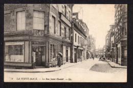 CPA. Dépt.61. LA FERTE-MACE. La Rue Saint-HAUTEE Ou HAUTOË ? (Petite Animation) - La Ferte Mace