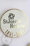 St. Joseph Hospital, 1891 - 1991 Pin Badge #PLS - Medios De Comunicación