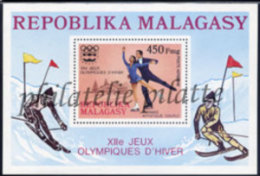 -Madagascar Bloc   9** - Madagascar (1960-...)