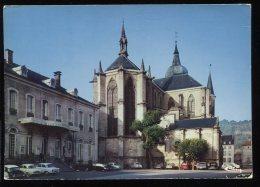 CPM 88 REMIREMONT Eglise Abbatiale Saint Pierre Et L'Hôtel De Ville - Remiremont