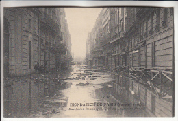 INONDATIONS A PARIS - CRUES DE LA SEINE ( Janvier 1910 ) :  Rue Saint Dominique ( Côté Du Champ De Mars ) CPA - Alluvioni Del 1910