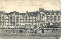 CPA CABOURG - LA PLAGE ET LE GRAND-HOTEL - Cabourg