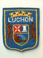 ECUSSON TISSUS BRODE  - LUCHON - Blazoenen (textiel)
