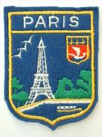 ECUSSON TISSUS BRODE  - PARIS - Blazoenen (textiel)