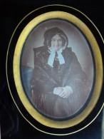 Grand-mère En Costume De Dentelles - Daguerréotype Rehaussé - Circa 1840 - Photos