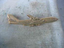 Pin´s Grand Avion Doré En Relief - Aerei