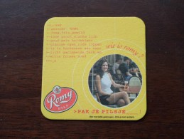 ROMY Pils Wie Is Romy Pak Je Pilsje ( Brouwerij ROMAN - Sous Bock / Coaster / Onderlegger ) Zie Foto´s Voor Detail ! - Sous-bocks