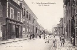 CPA 1916 SAINT-JUST-EN-CHAUSSEE - Rue De Beauvais, Soldats, Poilus, Pharmacie Fiquet (A81) - Saint Just En Chaussee