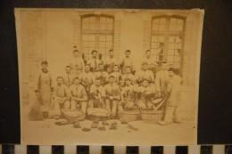 Photographie, Photo, Guerre, Militaria, Groupe De Soldats Regiment A Identifier Corvée De Patates Epluchage - War, Military