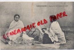 MADAGASCAR - TANANARIVE - FABRICATION DE CHAPEAUX DE PAILLE - Madagascar