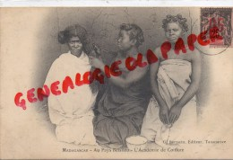 MADAGASCAR - AU PAYS BETSILEO - L´ ACADEMIE DE COIFFURE - COIFFEUR - Madagascar