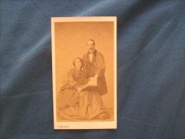 Photo CDV Pierre Petit à Paris 31 Place Cadet - Couple Circa 1865 L168 - Photos