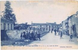 Cpa  LA CHEVROLIERE La Route Du Chene - France