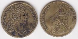 JETON LOUIS XIV En Laiton Le Repos Suit La Victoire, Diamètre 25 Mm (voir Scan) - Royal / Of Nobility