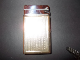 China, Lighter And Cigarettes Case, Sunflower 6103. - Aanstekers