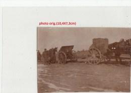 Orig.Photo Allemande-Soldats Allemand Convoi Hippomobile Canon Et Ballots De Paille Chevaux(FRONT DE L´EST Guerre14-18) - War 1914-18