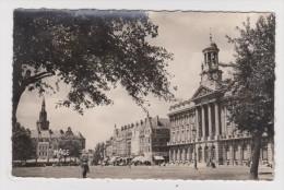 59 - CAMBRAI - PLACE ARISTIDE BRIAND Et L'HÔTEL DE VILLE - N° 130 - 2 Scans - - Cambrai
