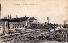 AVALLON  -  La Gare  -  Arrivée Des Trains  (3 Trains à Vapeur) - Avallon