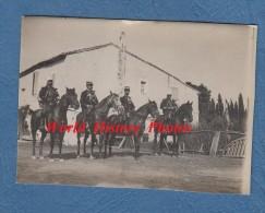 Photo Ancienne - Groupe De Gendarme à Cheval - Voir Uniforme - Officier De Gendarmerie ? - War, Military