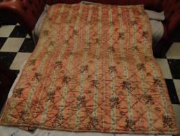 ANCIEN ÉDREDON / DESSUS DE LIT EN SOIE & BRODERIES POUR LIT ENFANT OU AUTRES... - Bed Sheets