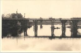 CPA A IDENTIFIER - Vue sur un pont avec vieux tracteur - ENCH -