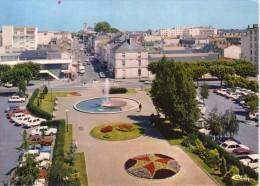 La Roche-sur-Yon.. Animée.. Place De La Vendée.. Voitures - La Roche Sur Yon