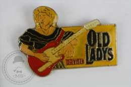 Guitar Girl - Orygin Old Ladys - Pin Badge #PLS - Música