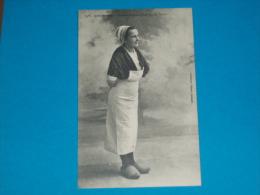 29) Concarneau N° 1485 - Une Sardinière En Costume De Travail   - Année  - EDIT- Villard - Concarneau