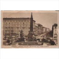 ITLATP1325C-LFTD3146TTSC. TARJETA POSTAL DE ITALIA.Calles De  MILAN.Plaza,Monumento,jar Dines,edificios.coches. - Postales