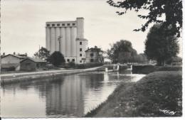 MOISSAC (T.-et-G.) - Le Canal Et Les Silos - Moissac