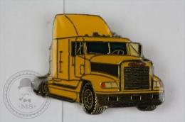 Yellow Colour American Truck - Pin Badge #PLS - Transportes