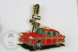 Old Red Taxi At The  Traffic Light - Pin Badge #PLS - Transportes