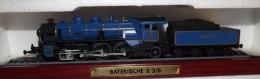"LOCOMOTIVA STATICA SU ESPOSITORE ""BAYERISCHE S 3/6 - Locomotive"