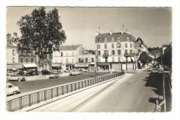 VAL  DE  MARNE  /  SAINT-MAUR-des-FOSSES  /  LA  VARENNE  /  PLACE DE LA GARE ET RUE DU BAC ( Automobiles Années 50-60 ) - Saint Maur Des Fosses