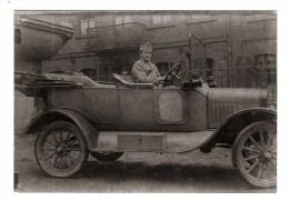 MILITARIA - Reproduction d'une photo de 1918/19 - Militaire Chauffeur DUPONT conduisant la FORD de son Officier