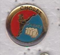 Pin's KARATE CHOLET - Lutte