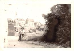 ¤¤   -  COMPIEGNE   -  Cliché D'une Femme Devant Les Péniches En 1966 -  Voir Description   -  ¤¤ - Compiegne