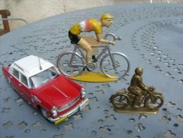 tour de france cycliste : 1 cofalu grand format , 1 moto marque scoop de 1960 et voiture officiel
