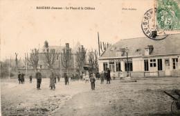 80 ROSIERES - La Place Et Le Château - Animée - Rosieres En Santerre