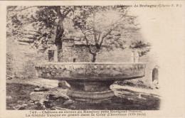 746 - Château En Ruines De Rusquec Près Huelgoat - La Grande Vasque En Granit Dans La Cour D'Honneur - Hamonic - Huelgoat