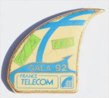Pin's FRANCE TELECOM -  GALA 92 - FID AIR - FEM - Voile De Voilier - Zamac - D973 - France Telecom